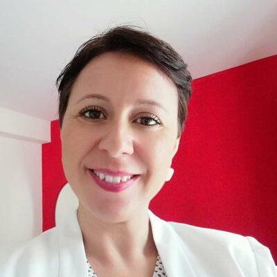 Dottoressa farmacista Valentina Porcello docente di cosmetologia dei corsi per estetista e parrucchiere